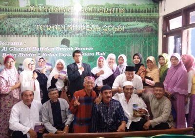 Direktur Yayasan Suara Hati berfoto dengan Peserta Shidqul Qolbu