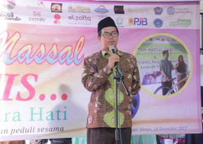 Direktur Yayasan Suara Hati memberi sambutan Khitan Massal 2017