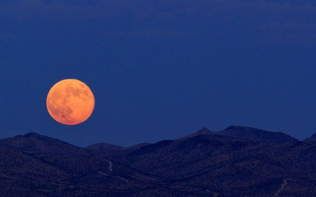 Apa Yang Seharusnya Dilakukan Ketika Gerhana Bulan ?
