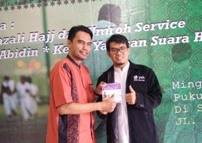 Direktur Yayasan Suara Hati berfoto dengan Direktur Radio Suara Sidoarjo