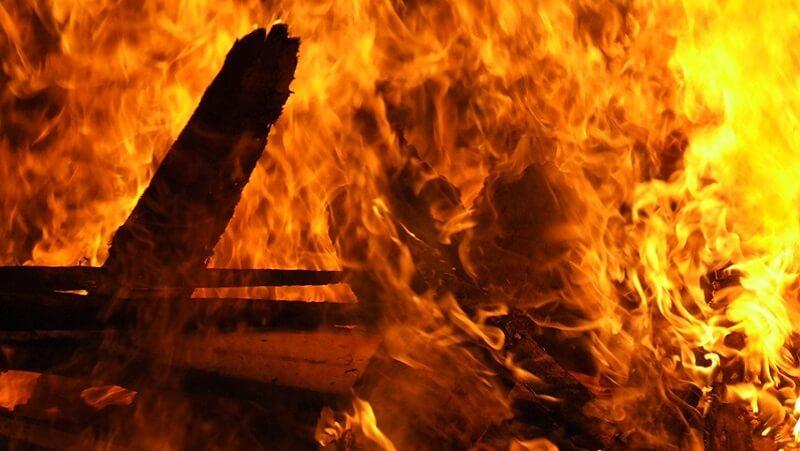 Menggenggam Bara Api…